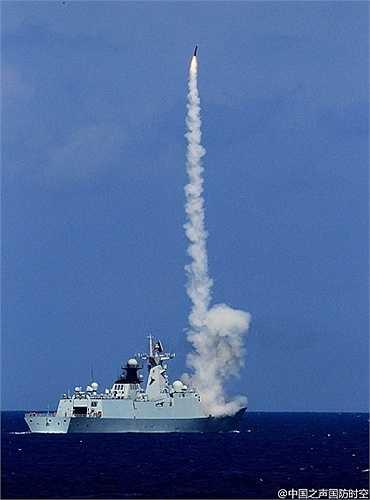 Cuộc diễn tập lần này của Hai quân Trung Quốc có sự tham gia của 100 tàu chiến, hàng chục máy bay, các tiểu đoàn tên lửa
