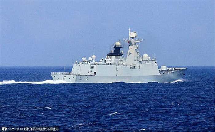 Một trong số các tàu chiến Trung Quốc được đưa ra Biển Đông diễn tập