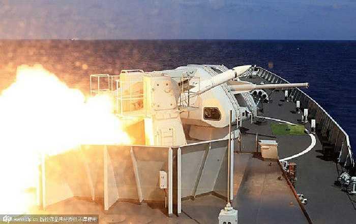 Hàng chục tên lửa, ngư lôi đã được bắn đi cùng hàng nghìn quả pháo và bom trong cuộc tập trận bắn đạn thật