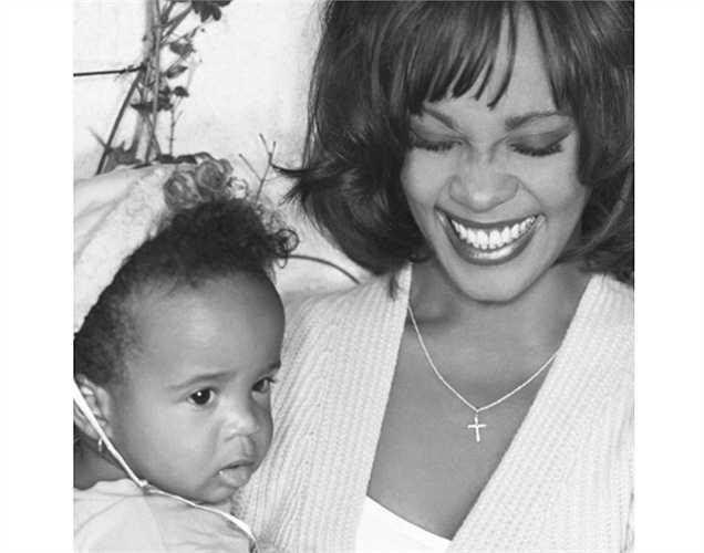 Eva Mendes đăng ảnh tưởng nhớ hai mẹ con nữ nghệ sĩ quá cố Whitney Houston.