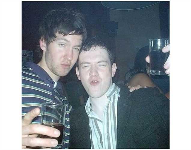 Calvin Harris chia sẻ hình ảnh say xỉn năm 2002.