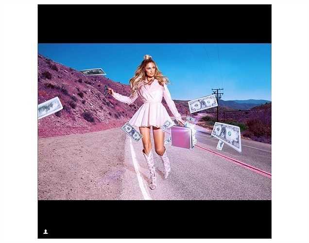 Paris Hilton sang chảnh với tấm hình tung tiền.
