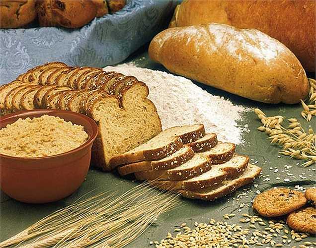 Bánh mì chứa fructans và gluten, các chất này khó hấp thu và tiêu hóa. Vi khuẩn sẽ lên men thức ăn không tiêu này trong ruột gây ra khí, đầy bụng, khó chịu và những thay đổi trong ruột.