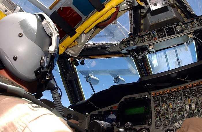 Hình ảnh bên trong buồng lái máy bay B-52