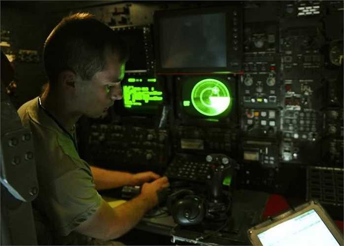 Đến những năm đầu thế kỉ 21, B-52 vẫn là vũ khí chiến lược và được trang bị tên lửa hành trình loại AGM-86B để tiến công từ xa với cự li 2,500km
