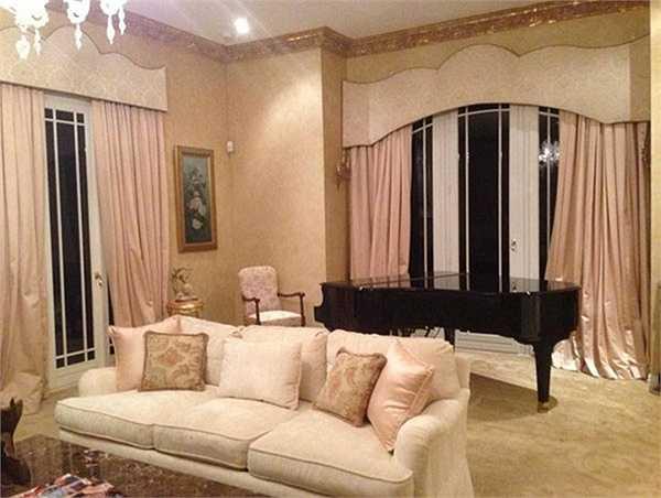 Vợ chồng Hà Phương sở hữu khối bất động sản lớn.