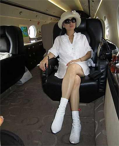 Cặp vợ chồng giàu có còn sở hữu cả máy bay riêng.
