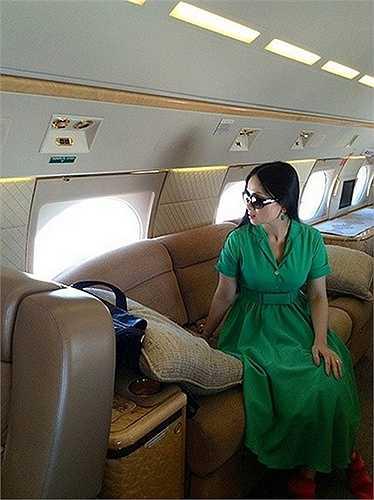 gắm cuộc sống giàu có của Hà Phương - người Việt giàu nhất thế giới.