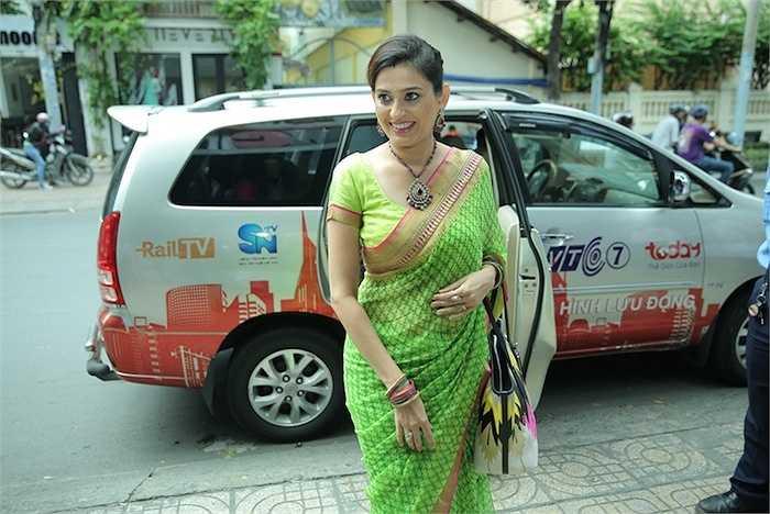 Nữ diễn viên Smita xinh đẹp trong trang phục truyền thống.