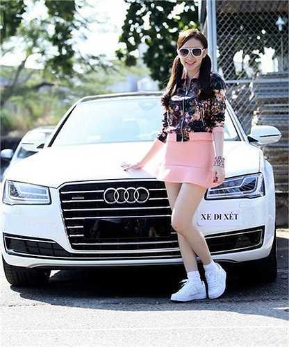 Bước sang tuổi 19, Angela Phương Trinh đã tự tặng mình chiếc xe hơi trị giá 6 tỷ.