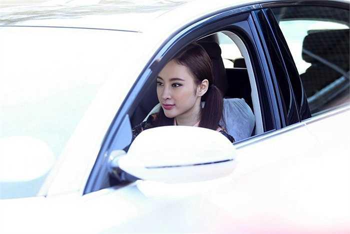 Angela Phương Trinh cho hay, tiền mua xe là công sức lao động của cô trong năm qua.