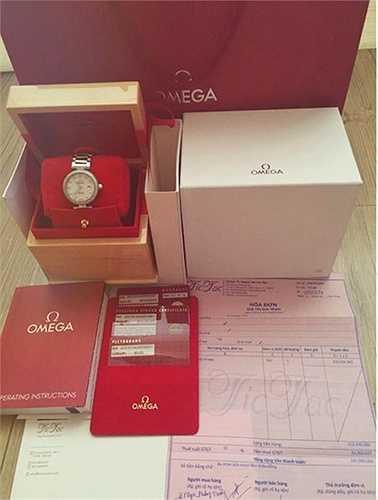 Chiếc đồng hồ hơn 300 triệu của Angela Phương Trinh.