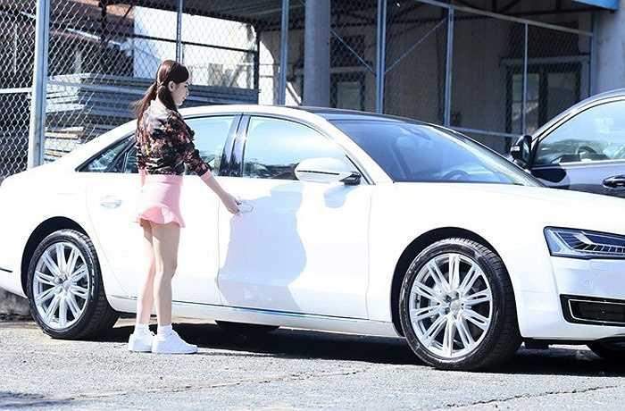 Angela Phương Trinh thường xuất hiện với chiếc xe này.