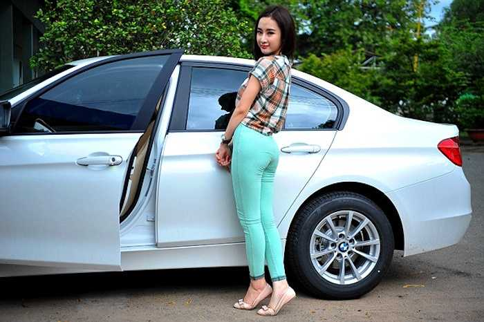 Chiếc xe này giống như câu trả lời của Angela Phương Trinh trước thông tin cô mượn nhà, mượn xe để PR.