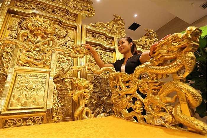 Một khách sạn ở Duy Phường (Sơn Đông, Trung Quốc) vừa chi 40 triệu nhân dân tệ để làm ngai vàng trưng bày ở sảnh lớn