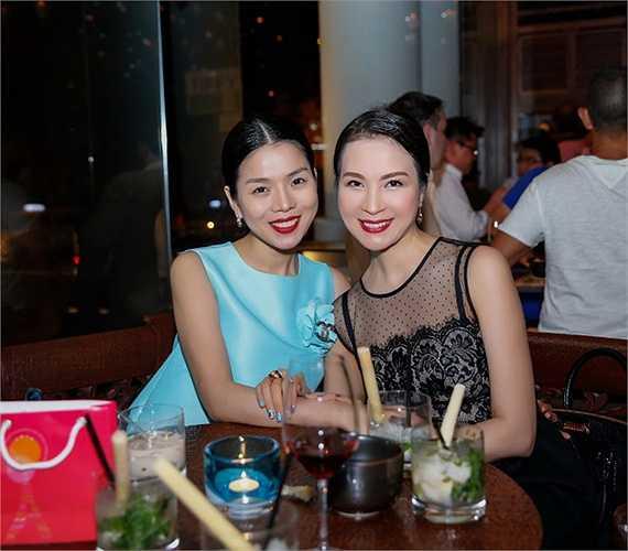 Nổi tiếng là người tạo ra những chiếc đầm dạ hội sang trọng, tinh tế và quyễn rũ, nên rất nhiều ngôi sao của showbiz Việt tin tưởng lựa chọn những trang phục do chính tay anh làm.