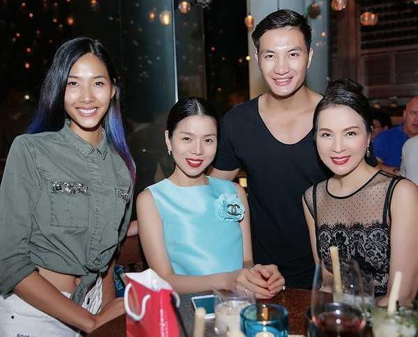 Không cần quá đình đám nhưng NTK Hoàng Hải sở hữu trong tay nhiều show diễn lớn ở quốc tế, anh liên tục mang những trang phục của mình giới thiệu đến bạn bè thế giới để mọi người có cái nhìn mới hơn về thời trang Việt Nam