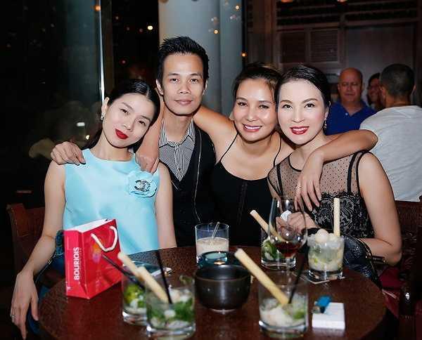 Năm nay cũng là năm đầu tiên NTK Hoàng Hải tổ chức sinh nhật tại TP Hồ Chí Minh, anh đã quyết định chuyển hẳn vào đây lập nghiệp, và anh sẽ có những cửa hàng hoành tráng để giới thiệu những bộ váy lộng lẫy đến mọi người.
