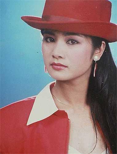 Diễn viên Thu Hà sinh năm 1969, người gốc Tuyên Quang, có vẻ đẹp dịu dàng, mong manh. Năm 17 tuổi, Thu Hà xuống Hà Nội để thực hiện giấc mơ làm nghệ thuật.