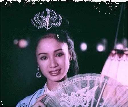 Với đôi mắt sắc, diễm lệ và nét mặt 'khuôn vàng thước ngọc', Thu Hà được giao đảm nhận những vai diễn có thân thế cao sang như tiểu thư con nhà tri phủ trong phim Lá ngọc cành vànghay vai quận chúa trong Đêm hội Long Trì. Bộ phim Lá ngọc cành vàng(đạo diễn Vũ Châu, sản xuất năm 1989) đã biến cô gái 20 tuổi Thu Hà thành ngôi sao của làng điện ảnh phía Bắc.
