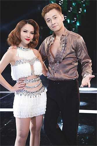 Từng đăng quang Bước nhảy hoàn vũ, nên Yến Trang tự tin thể hiện vũ đạo bên Ngô Kiến Huy.