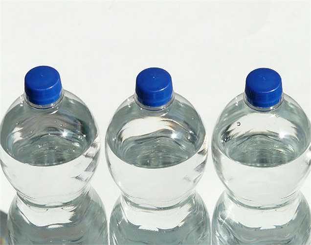 Chất lượng chai nhựa thấp:  Một nghiên cứu cho thấy rằng nhựa được sử dụng để sản xuất các chai nước chất lượng thấp còn nhựa đóng chai nước giải khát chất lượng cao hơn.