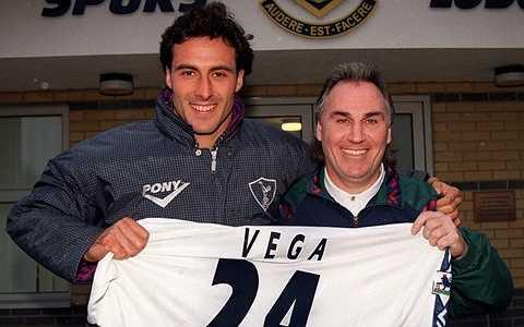Ramon Vega - Cựu tuyển thủ Thụy Sỹ giờ là chuyên gia phân tích tài chính