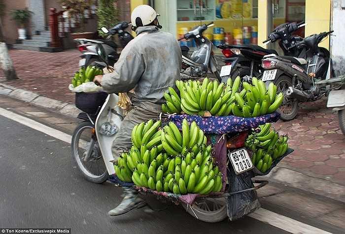 Hình ảnh quá đỗi quen thuộc với người dân Việt Nam nhưng lại khiến du khách nước ngoài ngạc nhiên