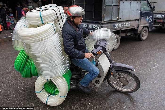 Nhiếp ảnh gia tỏ ra thán phục tài sắp xếp đồ thông minh để không bỏ phí khoảng trống nào trên xe của các tài xế