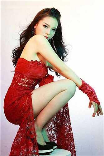 Sau khi đăng quang ngôi vị Hoa hậu Việt Nam 2014, Nguyễn Cao Kỳ Duyên gặp phải không ít sóng gió về nhan sắc.