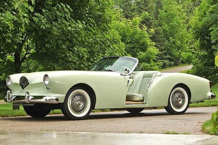 Kaiser Darrin - Là mẫu xe du lịch cuối cùng của công ty sản xuất xe Kaiser Motors. Dòng xe được chuyên gia chế tác của hãng Rolls-Royce thiết kế. Điều độc đáo nhất của chiếc xe là thiết kế cánh cửa kiểu kéo có 1 không 2.