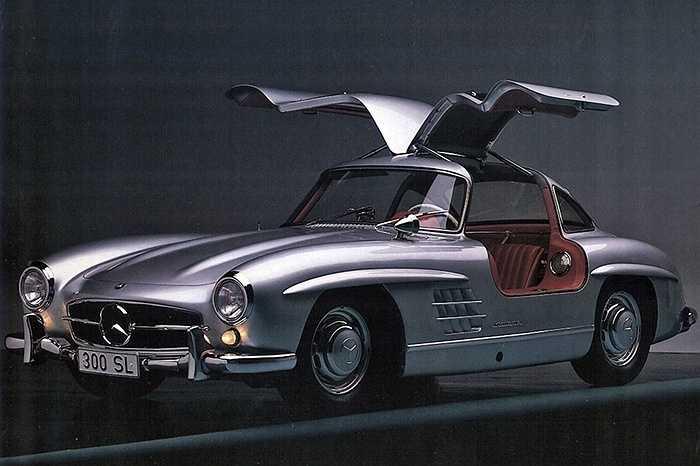 Mercedes 300SL - Mercedes-Benz 300SL sở hữu kiểu dáng ấn tượng với bộ cửa hình cánh chim, đã trở thành món quà đáng trân trọng trong thập niên 70.