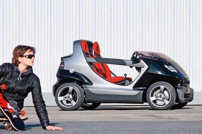 Smart Crossblade - Hãng Smart cho ra đời Crossblade, một chiếc ô tô không cửa, không mui và không cả kính chắn gió. Niềm mơ ước có một chiếc xe vừa thoáng mát như mô-tô, lại vẫn có người ngồi bên trò chuyện như ô tô. (Thái Anh)