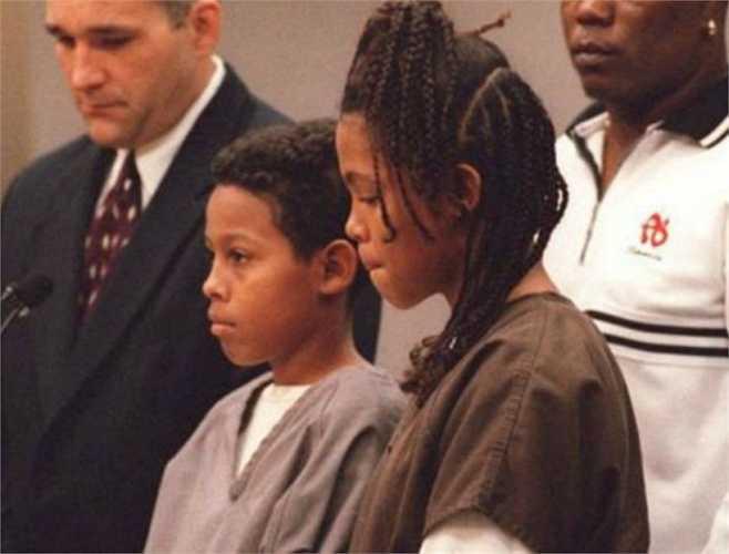 Catherine và Curtis Jones, 12 và 13 tuổi. 2 cậu nhóc này bị mẹ bỏ rơi khi còn quá nhỏ và phải sống với người cha cùng bạn gái của ông. Chúng bị bạo hành và trong một phút giây nông nổi, cả hai đã giằng lấy khẩu súng của người cha, bắn chết 'dì ghẻ' của mình. 8 năm tù và bị quản chế trọn đời là kết cục