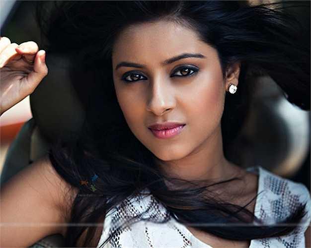6. Ragini Khanna sinh năm 1989 tại Mumbai, Maharashtra, Ấn Độ.