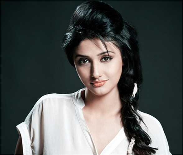 Với những lợi thế vốn có của một người mẫu, Ragini Khanna cũng được đánh giá là một trong những nữ diễn viên đẹp nhất của Bollywood.