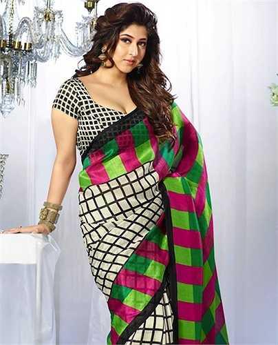 10. Sonarika Bhadoria sinh năm 1992 tại Maharashtra, là con gái một doanh nhân nổi tiếng của Ấn Độ.