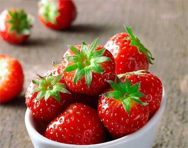 Tăng miễn dịch: Lượng vitamin C dồi dào, dâu tây giúp tăng cường khả năng miễn dịch, giúp chống lại một số bệnh nhiễm trùng. Vitamin C sẽ cung cấp cho bạn lợi ích gấp đôi khi kết hợp với các loại thực phẩm có chứa sắt.