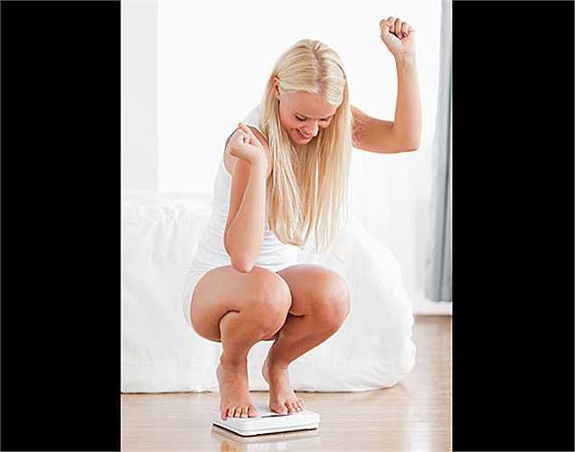Giảm cân: Loại quả tuyệt vời này có ít calo và chất xơ phong phú. Chất xơ mang lại một cảm giác no nếu ăn dâu tây trước bữa ăn. Một yếu tố quan trọng là vitamin C, giúp tăng sự trao đổi chất giúp đốt cháy calo nhanh hơn.