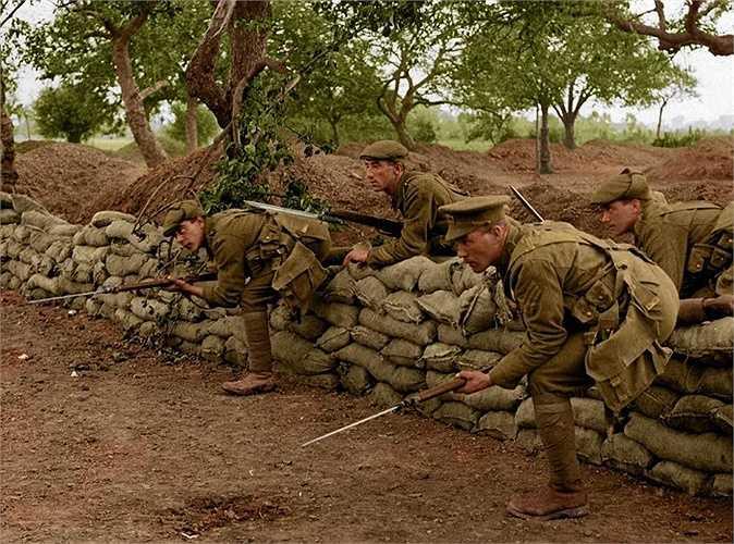 Chiến hào là một trong những hình ảnh quen thuộc trong Thế chiến I
