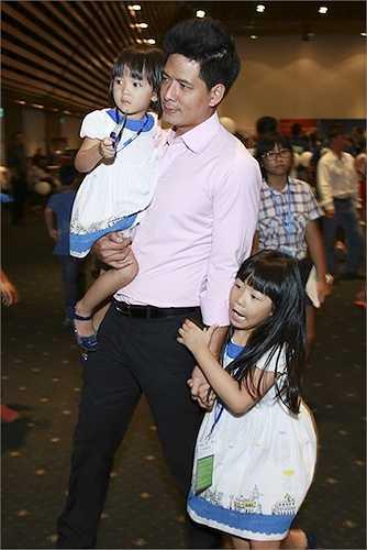 Mặc dù ít khi xuất hiện tại các sự kiện, nhưng mối quan hệ giữa hai gia đình Trương Ngọc Ánh - Bình Minh rất thân thiết.