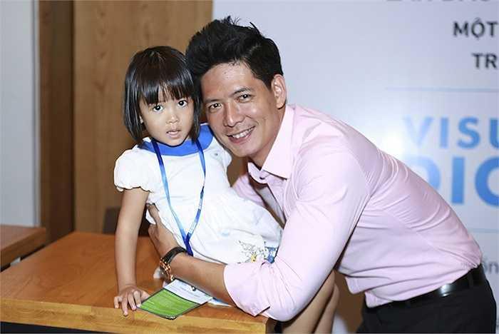 Trong showbiz Việt, ngoài tình cảm thắm thiết với Thanh Hằng, vợ Bình Minh có mối quan hệ rất gắng bó với Trương Ngọc Ánh.