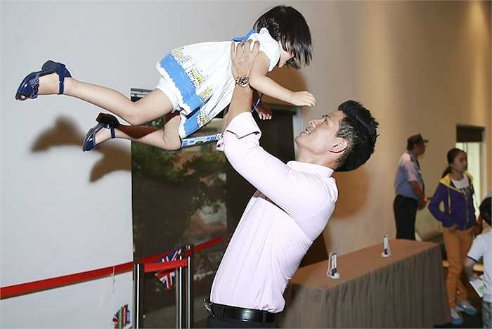 Cùng ngắm thêm những hình ảnh của bé Bảo Tiên và gia đình Bình Minh - Anh Thơ: