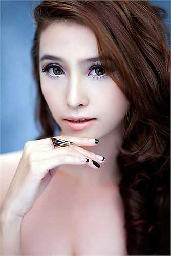 Việt My tên thật là Bùi Thụy Thảo My sinh ngày 16 tháng 11 năm 1990. Tên tuổi của Việt My gắn liền với ca khúc Trái tim của gió, sáng tác Nguyễn Văn Chung. Ngoài ca hát, Việt My còn là người mẫu và diễn viên.