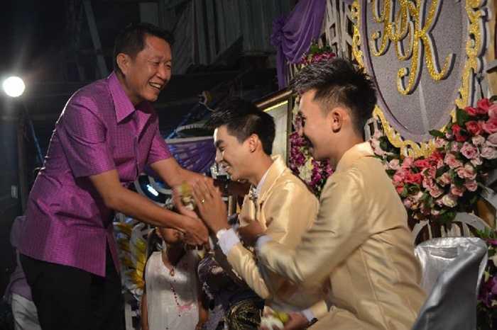 Thái Lan. Đất nước được coi là 'thiên đường' dành cho những người thuộc giới LBGT này thực tế chưa công nhận hôn nhân đồng giới. Mặc dù, Đạo Luật về việc này đã được xem xét nhưng lời công bố chính thức thì vẫn chưa được đưa ra