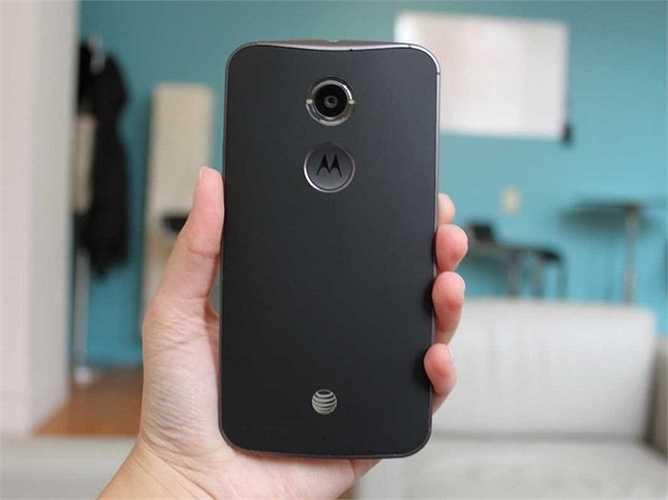 7. Moto X. Không quá phổ biến ở các nước châu Á nhưng Moto X được người dùng tại Mỹ khá tin tưởng và lựa chọn đây là một trong những chiếc điện thoại Android tốt nhất thế giới. Màn hình của nó lớn 5,5 inch và khá dễ cầm. Giá bán cũng chấp nhận được ở mức 300 USD