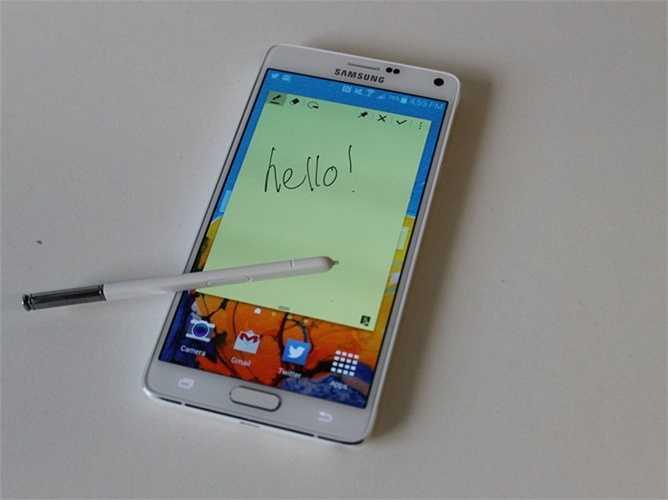 5. Samsung Galaxy Note 4. Trong bối cảnh Samsung Galaxy Note 5 sắp ra mắt trong khoảng giữa tháng 8, Samsung Galaxy Note 4 vẫn được chăm chút và để ý khá nhiều. Đây từng được coi là chiếc Phablets tốt nhấ thế giới trong năm 2014. Giá của nó hiện tại xấp xỉ 700 USD