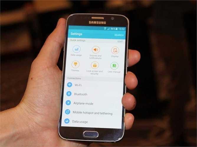 3. Samsung Galaxy S6. Thiết kế kim loại khá ấn tượng là điểm nhấn của Samsung Galaxy S6. Không cần phải nói nhiều về những chiếc điện thoại đã quá nổi tiếng như thế này. Samsung chứng tỏ ngoài họ ra thì chẳng có ai có khả năng cạnh tranh với Apple.