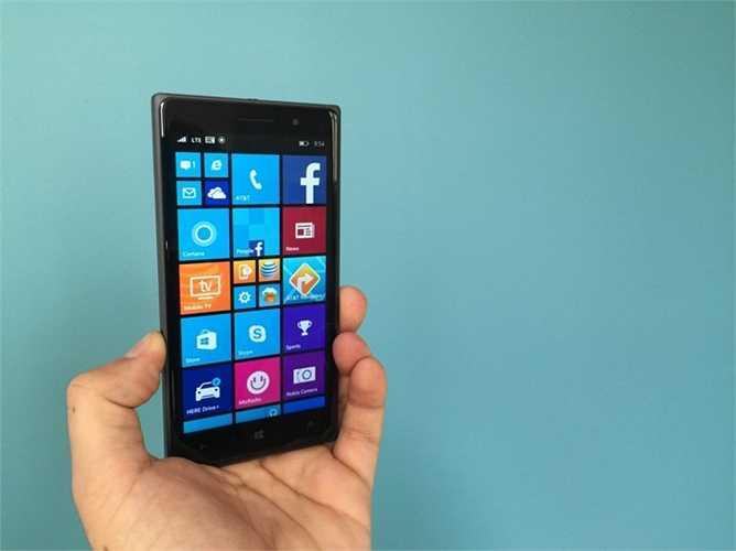 15. Nokia Lumia 830. Một trong những chiếc điện thoại gần đây nhất từ gã khổng lồ Microsoft. Hệ điều hành Windows Phone 8 đã ổn định hơn và có màn hình 5 inch rõ nét. Giá của nó là 400 USD