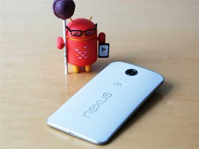 12. Nexus 6. Màn hình 6 inch, hiển thị cực tốt là điều mà Google có thể tự hào về flagship Nexus 6 của mình. Và nếu bạn sở hữu Nexus 6, chắc chắn là những cập nhật mới nhất về Android sẽ đến với bạn sớm nhất thế giới. Giá của Nexus 6 là xấp xỉ 500 USD